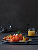 Grated cake with smoked salmon and apple horseradish