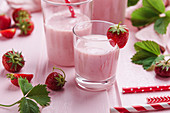 Vegan strawberry yogurt shakes