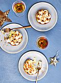 Weihnachtliche Baisertörtchen