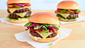 Cheeseburger mit Bacon