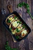 Tacos mit Hackfleisch und Käse (Tex-Mex-Küche)