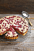 Redcurrant cake with hazelnuts and meringue