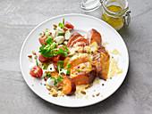 Süsskartoffel mit Käse und Tomatensalat