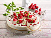 Low-carb cream cheese cake with raspberries