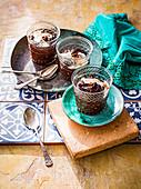 Schokoladentöpfchen mit Tahini und Baharat