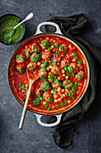 Meatball stew with coriander chutney