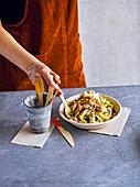 Salad Bowl mit geräucherter Makrele und Fenchel