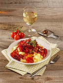Mashed potatoes with cherry tomatoes and bacon