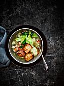 Gemüsebrühe mit Dinkel und grossen Croutons