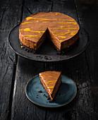 Käsekuchen mit dunkler Schokolade und Passionsfrucht