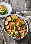 Gratinated turkey meat with vegetables