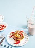 Schnelle Bananen-Pancakes und Smoothie