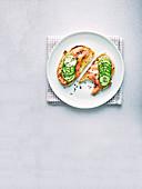 Tartine mit Räucherlachs, Miso und Sesam
