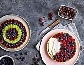 Zwei Obstkuchen