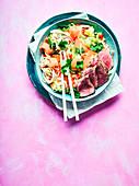 Vietnamesischer Nudelsalat mit Steak