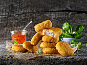 Chicken nuggets with lamb's lettuce and dip