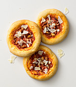 Mini pizzas with bacon and Pecorino