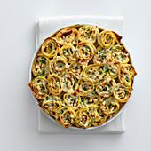 Gratinierte Nudelröllchen mit Zucchini, Mandeln und Ziegenkäse