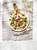 Fenchel-Radieschen-Salat mit eingelegten Pfirsichen
