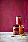 Drei Gläser hausgemachte Marmelade