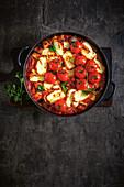 Gebackene Kichererbsen-Ratatouille mit Halloumi und Tomaten