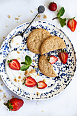 Ginger cookies with vanilla yoghurt strawberries and mint
