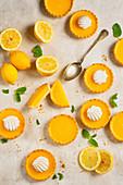 Törtchen mit Lemon Curd und Baiser