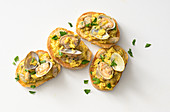 Crostini with scrambled egg and clams