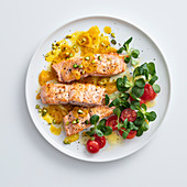 Salmon fillet with yellow cherry tomatoes and pistachio nuts