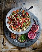 Salat mit geräucherten Auberginen, Paprika und Granatapfelkernen (Persien)