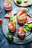 Wassermelonen-Mojito mit Basilikum