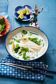 Tom kha phak with mange tout and corn cobs (Thailand)