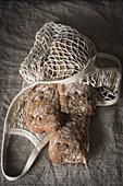 Ciabatta-Brot in Netztasche