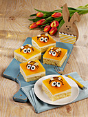 Apricot 'bee' cake