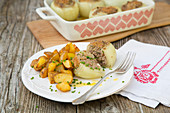 Stuffed onions with minced meat and baked potatoes