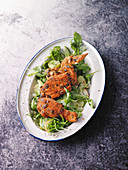 Steirischer Backhendl auf Salat