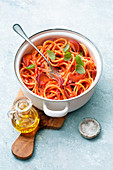 Spaghetti in Bacon and Tomato Sauce (One Pot Pasta)
