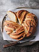 Eifeler Kaneelkranz (twisted cinnamon rolls)