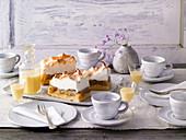 Westphalian coffee gossip with gooseberry meringue cake