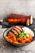 Kimchi-Bowl mit Schweinebauch
