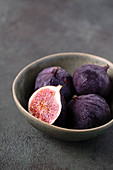 Fresh figs in the bowl