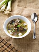 Chinesische Fleischbällchen-Suppe mit Mu-Err-Pilzen