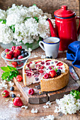 Berry pie with sour cream filling