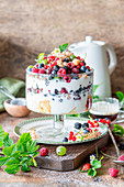 Berry youghurt trifle