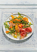 Rocket and carrot salad with oranges and Serrano ham