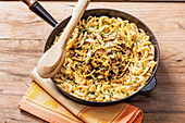 Cheesey Swabian egg noodles with mushrooms and herbs