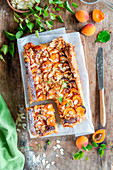 Apricot cake with almonds