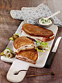 Spicy sandwiches with cold roast pork and goat's milk gouda