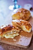 Tortine di brie in Sfoglia (brie in puff pastry, Italy)