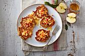 Gebratene Apfel-Pancakes